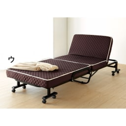 開梱してすぐ使える!組立不要 低反発ウレタン入り折りたたみリクライニングベッド 床面スペース85×200cm 5段階にリクライニング可能。 背もたれ高さ45cm。 キャスターのストッパーは外側についています。(計4個)