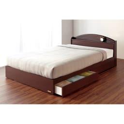 フランスベッド 天然木棚付き引き出しベッド レギュラーマットレス(厚さ16cm)付き 使用イメージ(ア)ブラウン  ※写真はセミダブルです。