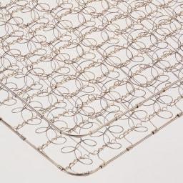 フランスベッド 天然木棚付き引き出しベッド 羊毛入りマルチラススーパースプリングマットレス付き 高密度にコイルを編み込み体が沈み込まない十分な硬さと耐久性を実現。マットの中身が中空なので軽量で扱いやすく、通気性に優れています。