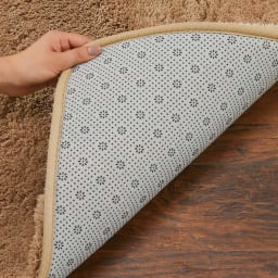 寝ころびたくなる低高反発シャギーラグ 円形 【滑りにくい加工】 裏面には滑りにくい加工が施してあります。