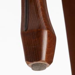 イタリア製クラシックダイニングシリーズ チェア2脚組 脚部裏。フェルトが同梱されているので、別途購入する手間が省けて便利です。