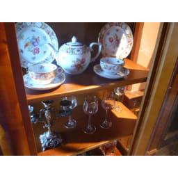 イタリア製クラシック ガラスコレクションキャビネット ヨーロッパのコレクション好きならきっとテイストもぴったりなはず。