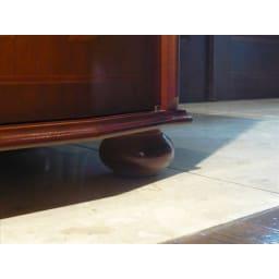 イタリア製象がんシリーズ ローキャビネット 丸みのある優しいフォルムの脚。