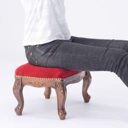 イタリア製クラシックシリーズ フットスツール 幅40.5cm 座面内部にはコイルスプリングを採用したクッション性のある座り心地を味わえます。