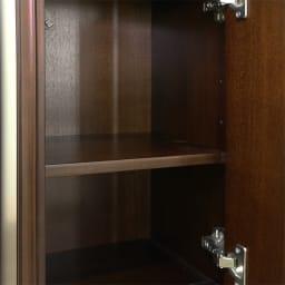 クラシカルロイヤル ケントハウスシリーズ キャビネット 扉の中には高さ調整ができる可動棚板がついています。