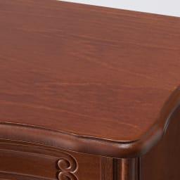 イタリア製 コンパクト収納家具シリーズ 猫脚サイドチェスト 2杯タイプ 天板は滑らかな曲線が美しいデザインです。
