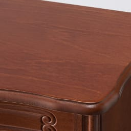 イタリア製 コンパクト収納家具シリーズ 猫脚サイドチェスト 3杯タイプ 天板は滑らかな曲線が美しいデザインです。