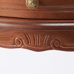 イタリア製 コンパクト収納家具シリーズ 猫脚サイドチェスト 3杯タイプ 細部まで丁寧に彫刻が施されています。