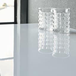 光沢が美しい 北欧風ナチュラルモダン リビング収納シリーズ  センターテーブル 煌めく光沢感ある天板はUV塗装仕上げ。
