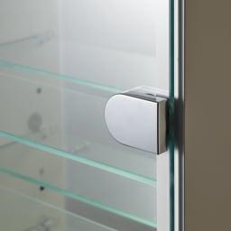 LEDライト付き 楽屋ドレッサーシリーズ ガラスキャビネット付き チェスト 幅60cm 扉と棚板には強化ガラスを使用しています。