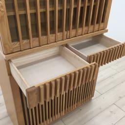和モダン 格子 ダイニング シリーズ 食器棚 幅90奥行44cm 引き出しは奥まで引き出せるので、収納しやすく便利です。