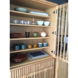 和モダン 格子 ダイニング シリーズ 食器棚 幅90奥行44cm 自慢の焼き物やお気に入りの食器を大切にしまうことができます。