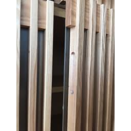 和モダン 格子 ダイニング シリーズ 食器棚 幅90奥行44cm 扉には開け閉めしやすい取っ手がついています。
