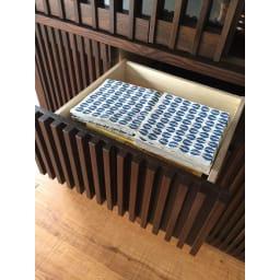 和モダン 格子 ダイニング シリーズ 食器棚 幅120奥行44cm 引き出しの上段・中段は、キッチン雑貨や食材ストックの収納に便利。