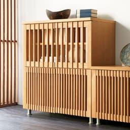 和モダン 格子 リビング収納 シリーズ 4マスキャビネット 木目がはっきりとしたタモ材に格子デザインをプラス。(ア)ナチュラル