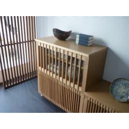 和モダン 格子 リビング収納 シリーズ 4マスキャビネット 和室にも洋室にも合わせやすい。