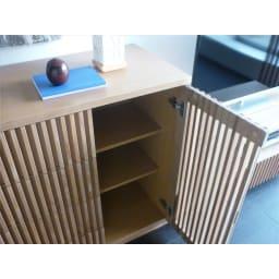 和モダン 格子 リビング収納 シリーズ リビングボード 扉収納部の棚板は高さ調整可能です。