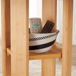 会話が弾む円形棚付きダイニングシリーズ 丸型棚付きテーブル 径110ウォルナット 天板下には小物が置ける棚付きです。(※お届けの色とは異なります)
