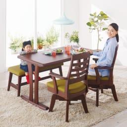 角が丸くて優しい天然木ダイニング テーブル 4本脚 幅140奥行80cm コーディネート例(イ)ダークブラウン ※写真は2本脚ですが、お届けは4本脚です。