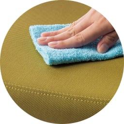 角が丸くて優しい天然木ダイニング 肘付き回転チェア 合成皮革なので汚れてもお手入れ簡単。