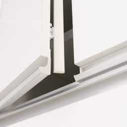 大型レンジがスッキリ隠せるダイニングボードシリーズ 高さEO上置き・幅77.5cm 高さ26~90cm 扉部分には防塵フラップ付き。ホコリの侵入を防ぎ、食器などの収納物を清潔に保ちます。