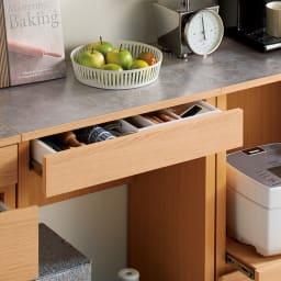組み合わせ自由な大理石調天板キッチンカウンター オーク 幅60cmカウンター 引き出しはカトラリーなどの収納に便利。