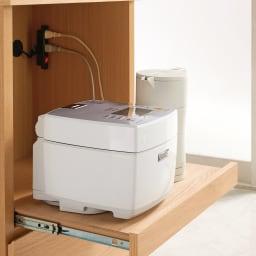組み合わせ自由な大理石調天板キッチンカウンター ウォルナット 幅60cm家電収納 家電収納に便利なスライドテーブル、2口コンセント付き。(※お届けの色とは異なります)