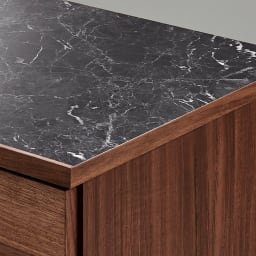 組み合わせ自由な大理石調天板キッチンカウンター ウォルナット 幅60cmチェスト 天板は、水や傷、汚れに強いメラミン天板。