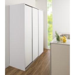 大量収納 3枚引き戸キッチン収納庫 (イ)ホワイト 狭くても場所を取らずに開閉できる引き戸式。