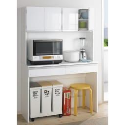 キッチン通路をキレイにする!下オープンダイニングシリーズ キッチンボード・幅90cm高さ190cm 床置き可能な「魔法の空間」は買い置きもダストボックスも、すっきり収納!  中天板には大型レンジも設置可能です。 ※写真はボード幅120cmです。