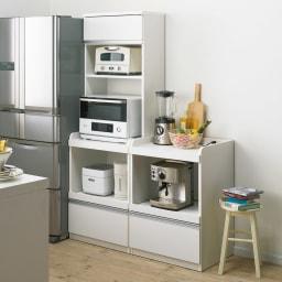 大型レンジが置ける家電収納庫 レンジキッチンカウンター・幅60cm コーディネート例 家電収納として余裕のあるスペースで使いやすく並べられます。