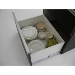 組立不要!家電を隠せるキッチン収納シリーズ 食器棚幅78cm 引き出し内部も化粧を施してあります。 ※引出しを最大に引出した際の奥行きは約86cmです。