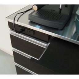 薄型ステンレス天板カウンター 幅120cm 抜き差ししやすい前面コンセント。