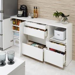 組み合わせ自在の薄型人工大理石天板カウンター 家電収納幅60cm コンパクトでも充実の収納ボリュームでキッチンもあっという間にすっきり。