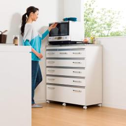 収納しやすいステンレストップカウンター ハイタイプ幅118cm レンジらくらくハイタイプ。 ※写真は幅89cmタイプです。