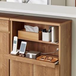 家電も小物も使いやすくしまえるカウンター下収納庫 家電収納 幅59cm 家電収納部はスライドテーブル付きで出し入れラクラク。棚板は、奥行13.5cmなので、電話など高さのあるものも収納できます。