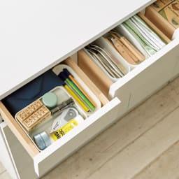 家電も小物も使いやすくしまえるカウンター下収納庫 カウンター扉 幅117.5cm 筆記具やカトラリーは上部の小引き出しに。