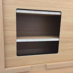 アルダー格子引き戸収納庫 幅120cm奥行35cm コンセント避けは、向かって右のスペースに空いています。※画像は背面イメージです。