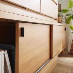 伸長式カウンター下収納庫 幅160~260cm 開閉しやすい取っ手がインテリアのアクセントに。
