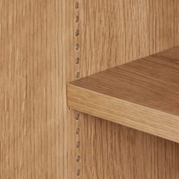 コンセント付き引き戸カウンター下収納庫 幅118cm奥行25cm 棚は1cm間隔で高さを調節できます。