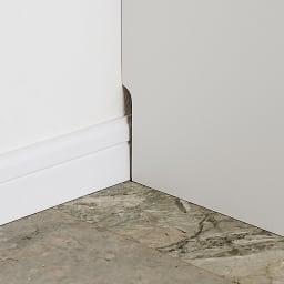 高さ・奥行サイズオーダー鍵付きカウンター下収納庫 3枚扉・幅87cm 9×1cmの幅木カット付きで壁にぴったり設置できます。