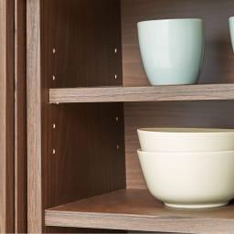 ほんのり透けるカウンターシリーズ 引き戸 幅120cm 可動棚は3cm間隔で細かく調節できます。