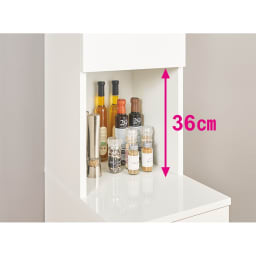 組立不要!幅1cm単位で124サイズから選べるすき間収納庫 ハイタイプ 幅15~30cm・奥行55cm 中天板の奥には、オイルやビネガーなどの細いボトル、スパイスや小瓶が置けます。