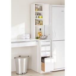 水ハネに強いポリエステル仕様 キッチンすき間収納庫 奥行55cm・幅30cm ハイタイプ (右開き時)キッチンの作業台になるすき間ラックです。