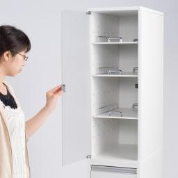 上品な清潔感のあるアクリル扉のキッチンすき間収納 幅15cm・奥行44.5cm 左開き使用時