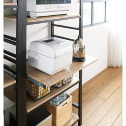 ブルックリン風キッチンラック 3段 幅80cm 【スライドテーブル付き】必要な時だけ引き出せるスライドテーブル。蒸気が出る炊飯器などの家電も置けます。組み立て時に3段階から取り付け位置を選べます。