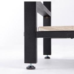 ブルックリン風キッチンラック 3段 幅80cm 脚部にアジャスター付き。ガタつきを防げ、安定感を高めます。