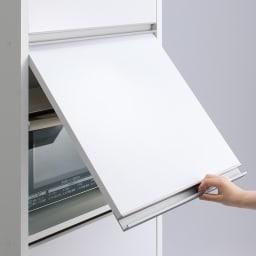 家電が隠せる!シンプル家電収納ストッカー 高さ150cm 上部に収納するフラップ式扉を採用。