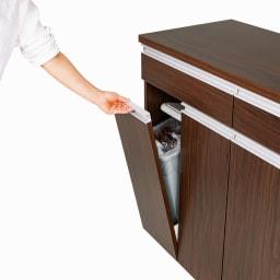 ペールのふたが自動で開閉する 分別ダストワゴン 2分別  幅50.5cm 【手を触れずにペールのふたが開閉】ペールのフタはフラップ扉と連動して自動開閉。