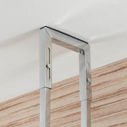 スタイリッシュランドリーラック 棚2段 突っ張り部までスマートなデザイン。しっかり本体を固定します。